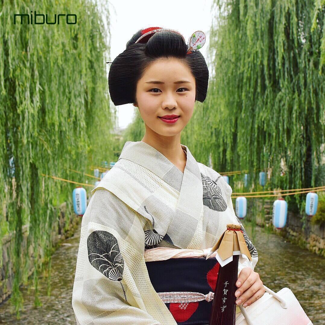 kimono, kasa, and maiko image