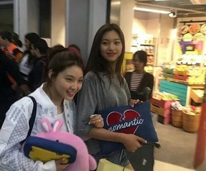 ioi, doyeon, and chungha image