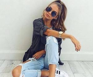 style+fashion+chic+cute, jeans+sneakers+watch, and girl+glasses image