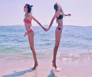 beach, friend, and photographie image