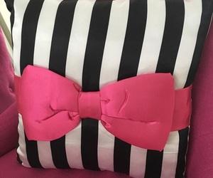 bow, room, and stylish image