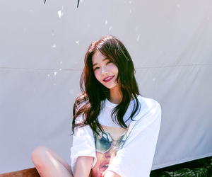 model and sung kyung image