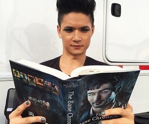 shadowhunters, magnus bane, and harry shum jr image