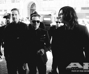 bands, black and white, and kellin quinn image
