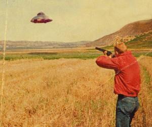 ufo, gun, and Ovni image