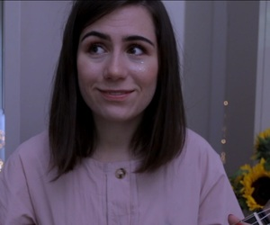 dodie clark, doddleoddle, and doddlevloggle image