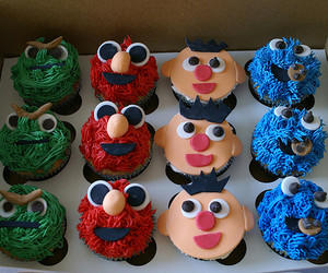 cupcakes vancouver, oscar the grouch, and coco cake cupcakes image