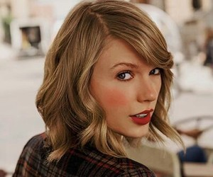 beauty, Queen, and Swift image