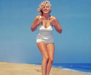 Marilyn Monroe, beach, and marilyn image