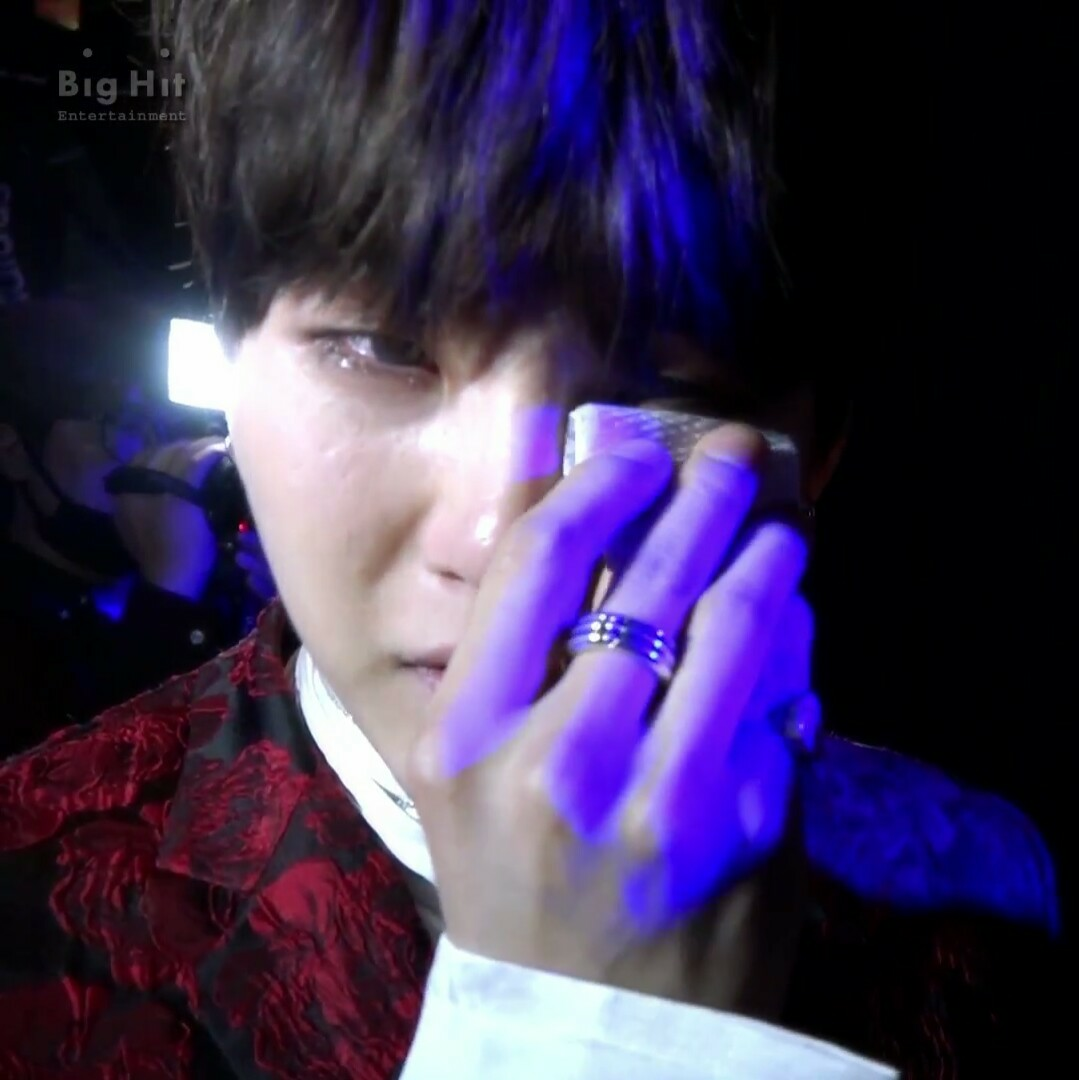 Suga Bts Mama 2016 Crying Moments Discovered By Btsdarkbutterfly