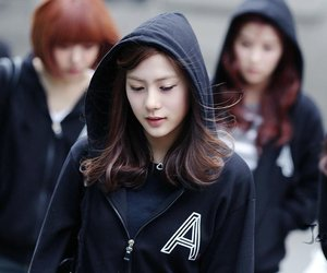 black, hayoung, and 에이핑크 image