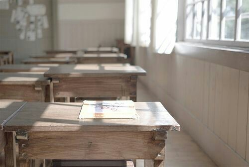 school and desk image