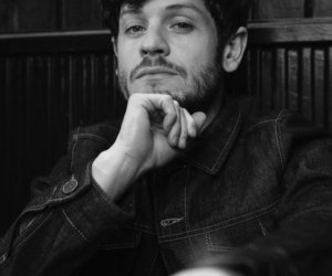 misfits and iwan rheon image