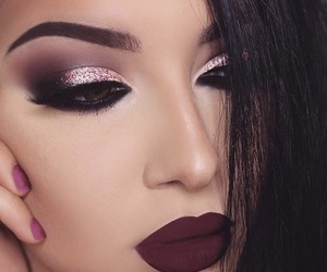 beauty, big lips, and bloggers image