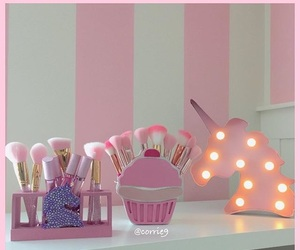 Brushes, chic, and cupcake image