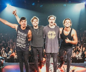 concert, luke hemmings, and five seconds of summer image