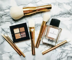 Brushes, dolce and gabbana, and eye shadow image