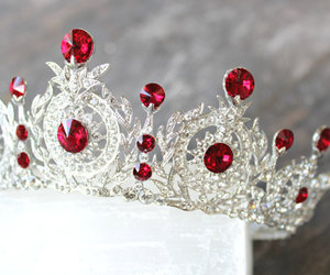 Queen, princess, and red image