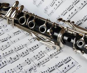 music and clarinet image