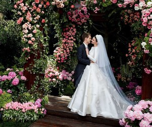 wedding, miranda kerr, and flowers image
