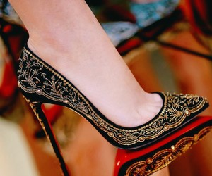 shoes and heel image