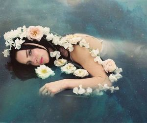 lana del rey, alternative, and flowers image
