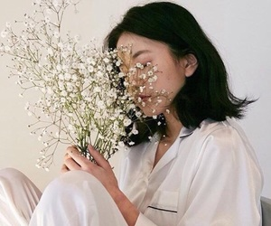 aesthetic, white, and ulzzang image