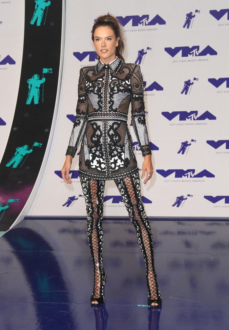 vma awards 2017 and alessandra ambrioso image
