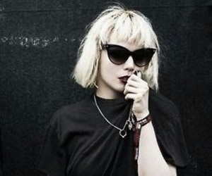 grunge, black, and Alice Glass image