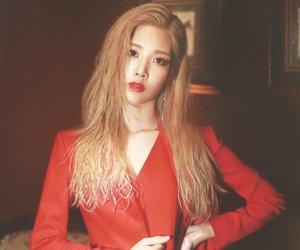 kim lip, loona, and kpop image