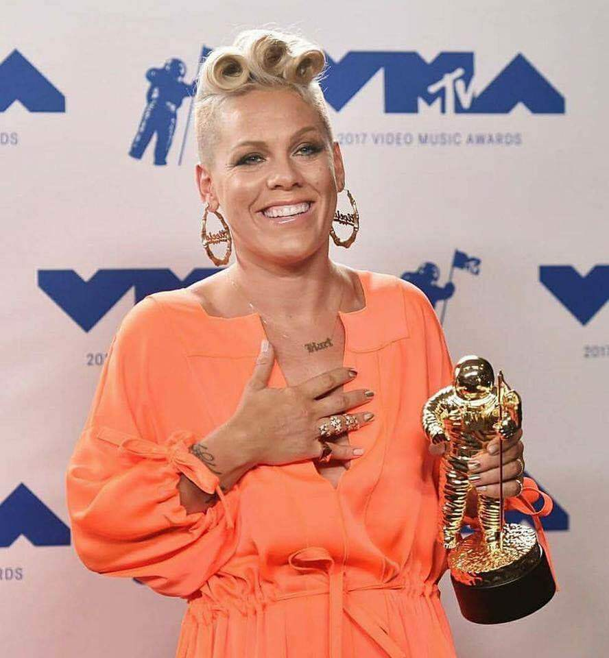 mtv, pink, and alecia moore image