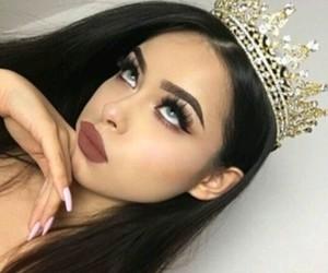 crown, vernis, and bg image