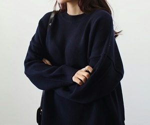 black, streetstyle, and sweater image