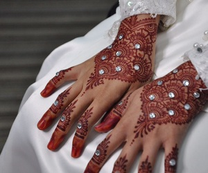 bride, henna art, and jewel image