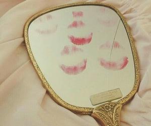 mirror and kiss image