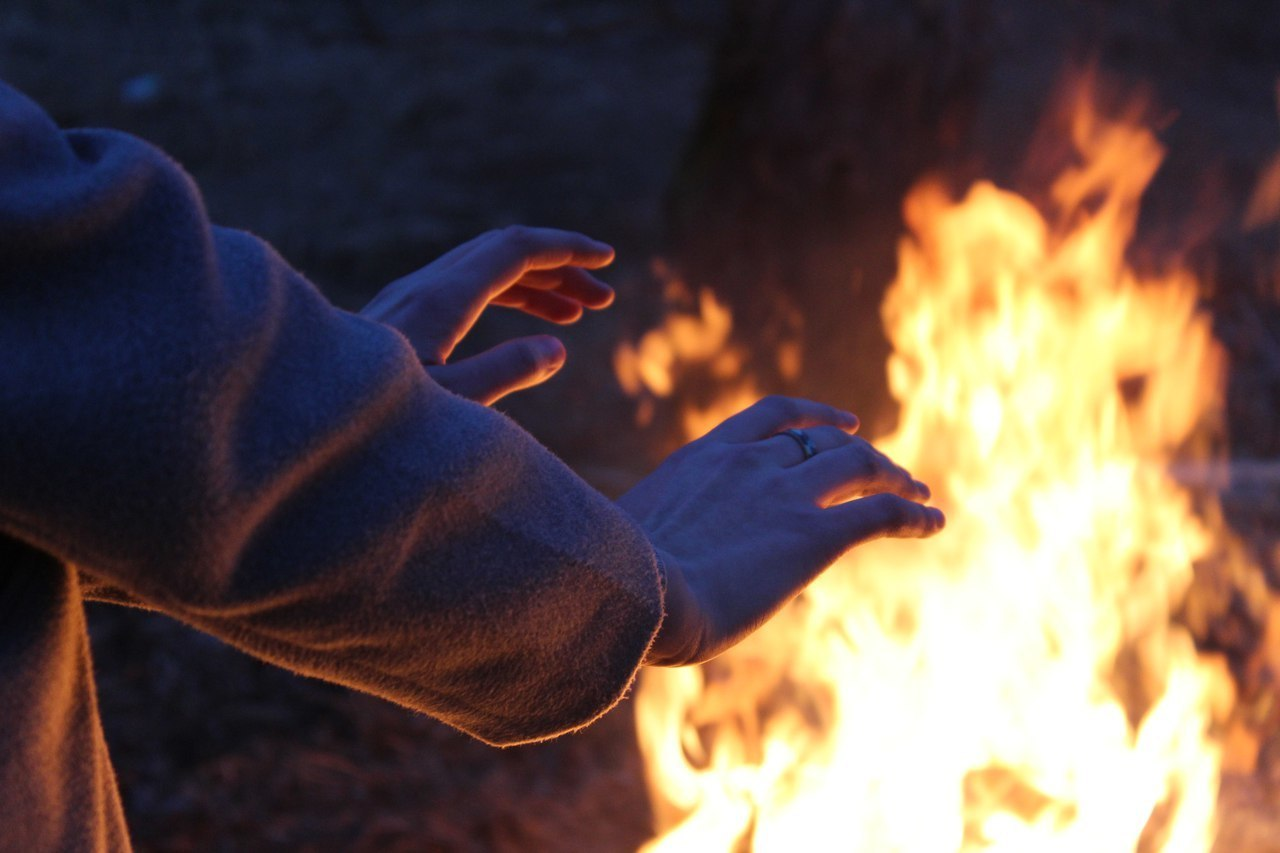 hands and огонь image