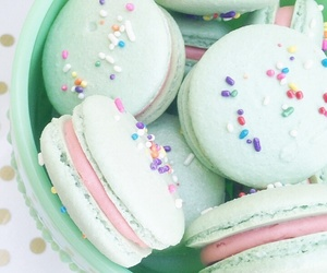 macaroons and green image