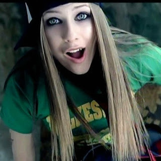 article and Avril Lavigne image