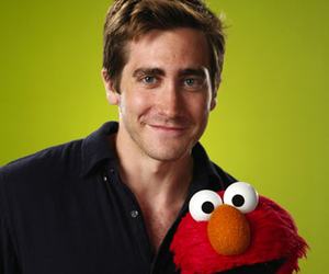 jake gyllenhaal and elmo image