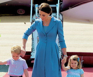 kate middleton and british royal family image