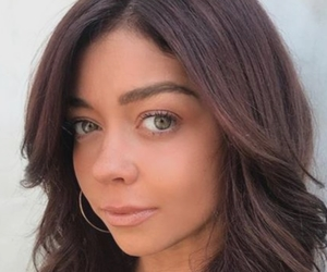 sarah hyland, wavy hair, and hazel eyes image