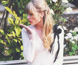 Taylor Swift, begin again, and kiss image