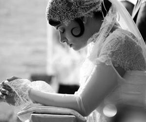 bride and pray image