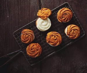food, autumn, and cupcake image