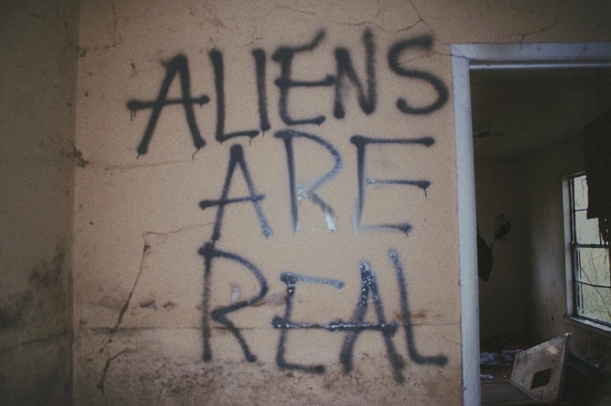 alien, grunge, and graffiti image