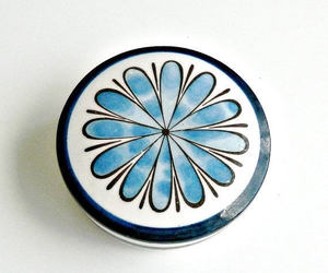 blue and white, daisy, and flowerpower image
