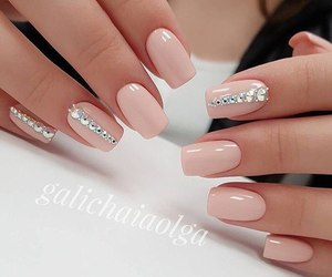 nails and by kristina bro image