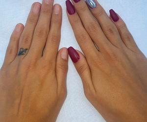 holographic nails image