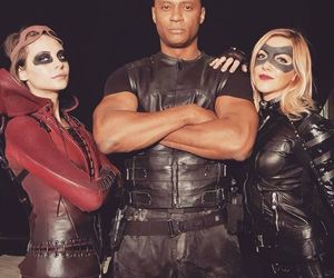 willa holland, arrow, and katie cassidy image