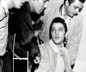 Elvis Presley, elvis, and Johnny Cash image
